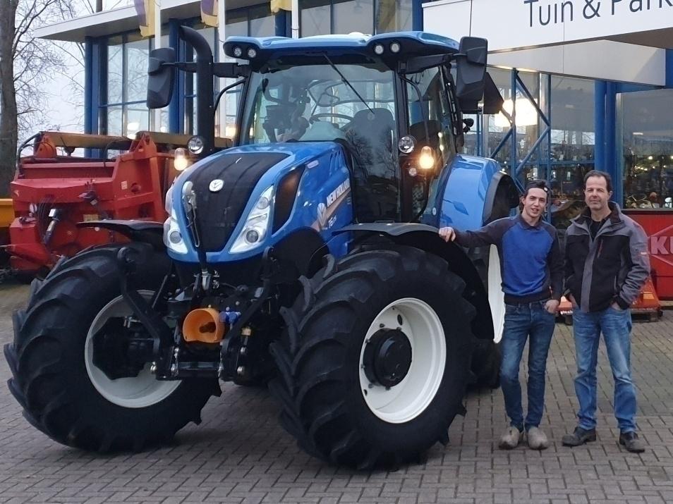 New Holland T6.175 DCT geleverd bij Loon-verhuurbedrijf van der Louw Wijk Bij Duurstede