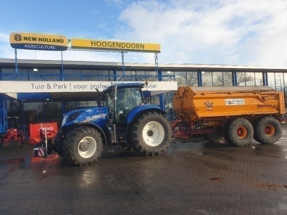 Aflevering T7.230 AC bij Loon- en Verhuurbedrijf Alb. Looman & Zn. Montfoort
