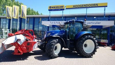 New Holland T7070 & Kuhn Frontmaaier voor Fam. van Dieren