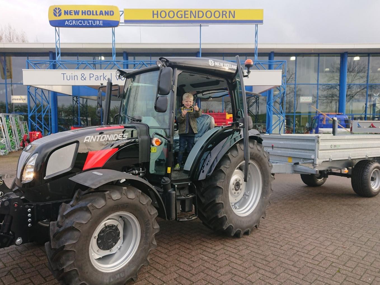 New Holland T4.75S & Zocon kipper geleverd aan Antonides Infrawerken B.V.