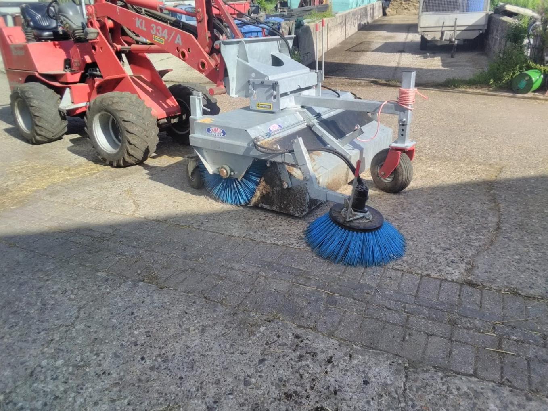 Kuhn schudder en Sweep veegmachine afgeleverd bij Familie van Ekeren