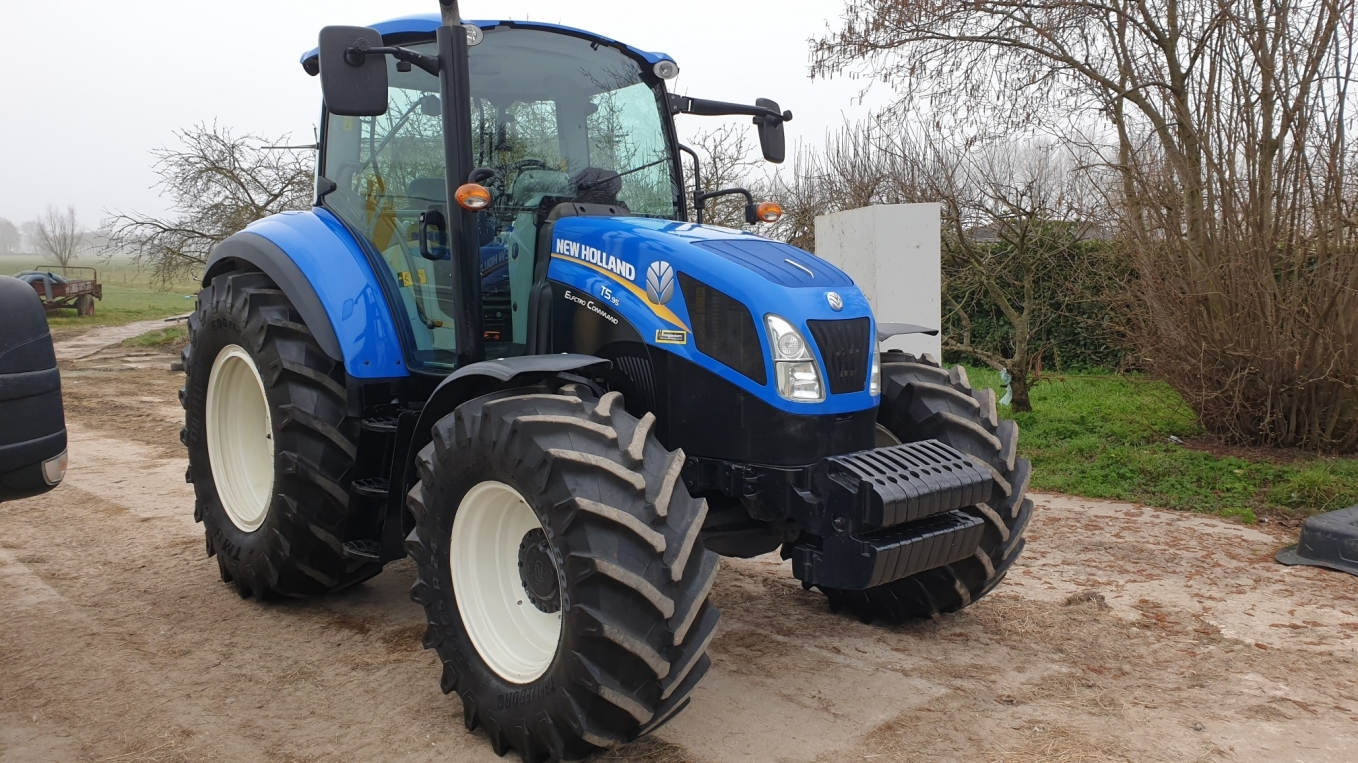 New Holland T5.95 Electro Command afgeleverd