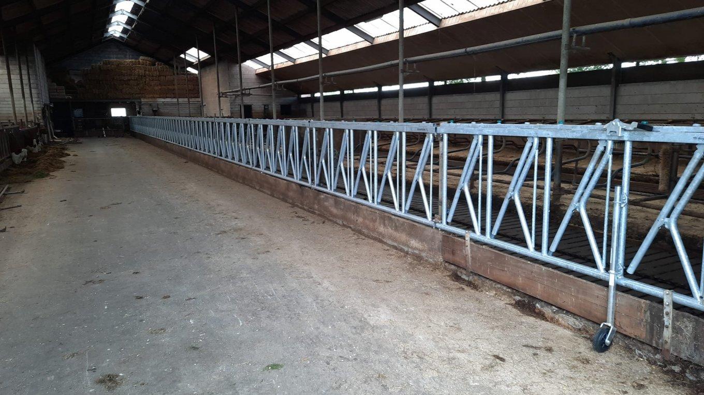 Nieuw Royal de Boer Veiligheidsvoerhek bij veehouder gemonteerd.