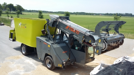 Storti voermengwagen Fam. van Rooijen