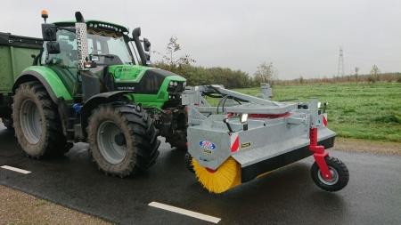 Nieuwe veegmachine afgeleverd bij Heer Land en Water uit Polsbroek